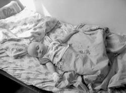 Годовалый малыш проглотил батарейку, а родители не заметили