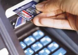 С банковскими карточками белорусов творится что-то неладное