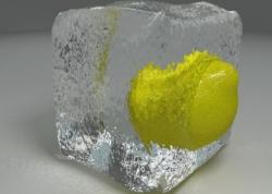 Летом лосьон лучше заменить кубиком льда