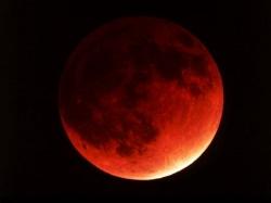 Сегодня вечером полное затмение Луны…