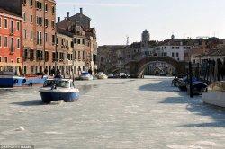Впервые за последние 80 лет Венецианские каналы замерзли