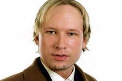 Норвежский террорист Андерс Брейвик потребовал наградить его медалью