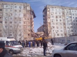 Подъезд 9-этажного дома рухнул в результате взрыва