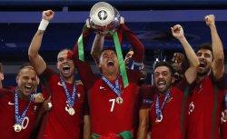 Потеряв Ронадлу Португалия впервые стала чемпионом Европы по футболу